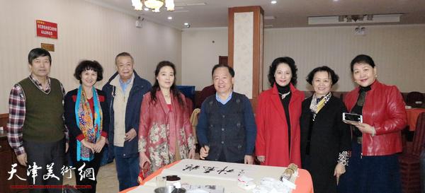 左起:陈元龙、李晓璘、赵满云、王润昌、杨丽玲、冼艳萍、张文玲在活动现场。
