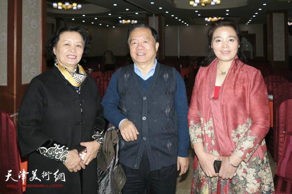 左起:冼艳萍、王润昌、赵满云在活动现场。