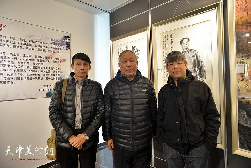 左起:彭英科、唐云来、张礼军在画展现场。