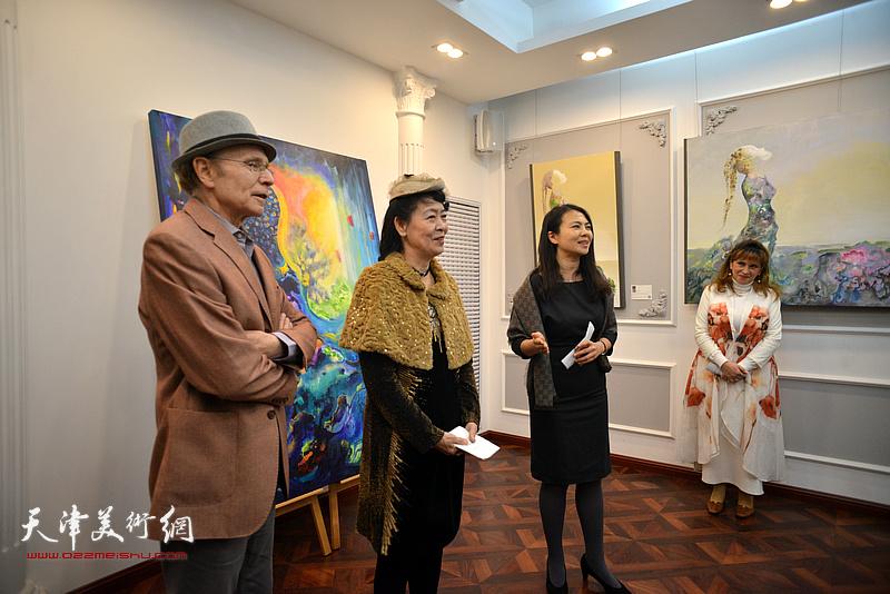 法国国际艺术家协会会长张凤娇女士、法国国际拍卖行鉴定专家和收藏家芬奇·瑞哈先生应邀出席画展。