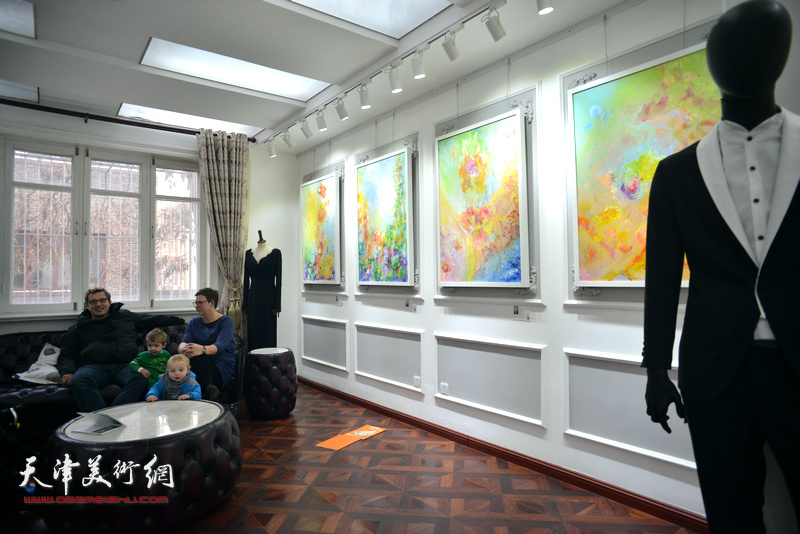 """""""旅行者""""那文丽美术作品展11月25日在重庆道纳斯卡-理念空间开幕。"""