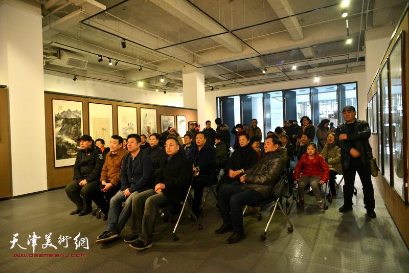 天津知名书画家优秀作品展开幕仪式现场。
