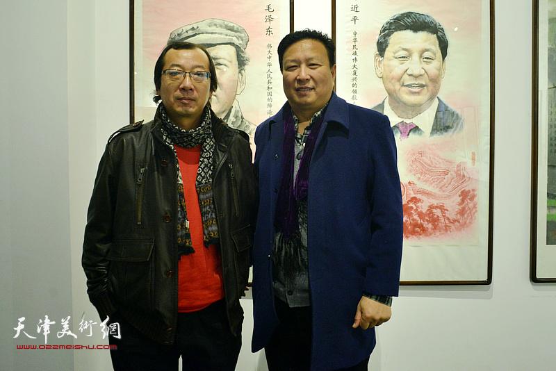 王连宏、齐东在画展现场。