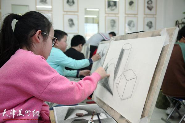 全国美术考级定点机构在大港鸿图美术学校挂牌