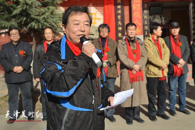 天津市文联办公室杨建国主持揭牌仪式。