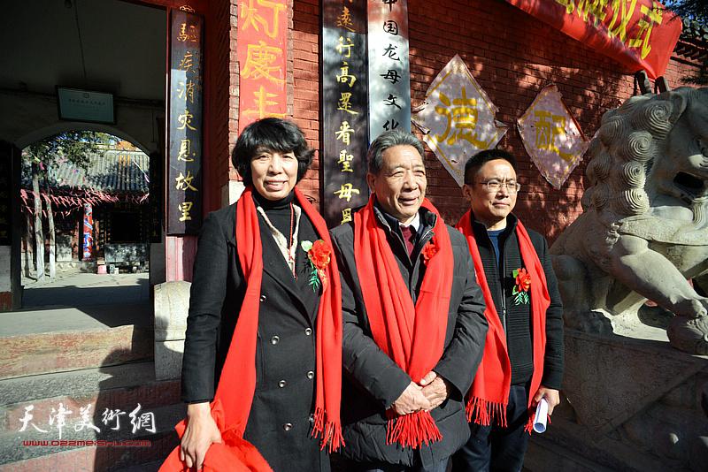 袁学骏、曾志学、吕爱茹在揭牌现场。