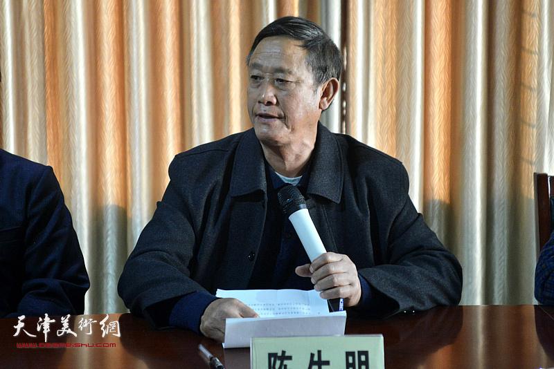 井陉县原档案局局长陈生明发言。