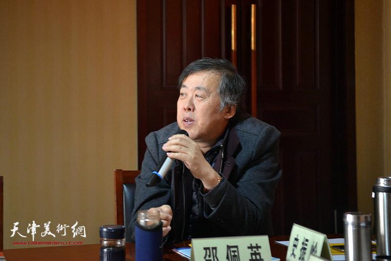 天津市书法家协会副主席邵佩英发言。