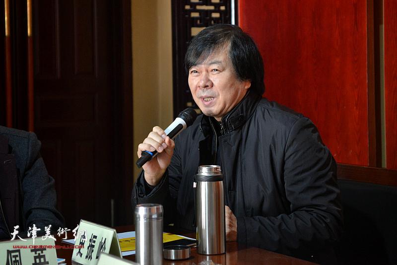 天津市美术家协会副主席史振岭发言。