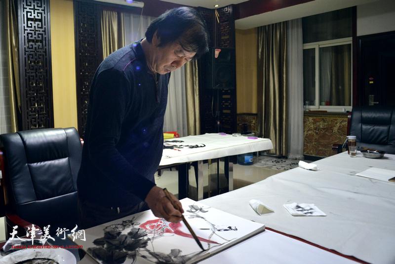 天津书画家史振岭为茹芦文化井陉长岗基地创作书画作品。