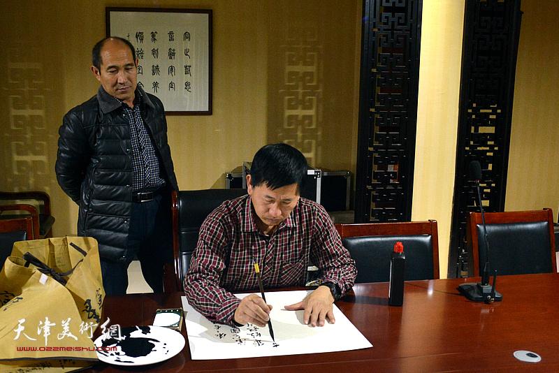 天津书画家李桂金为茹芦文化井陉长岗基地创作书画作品。