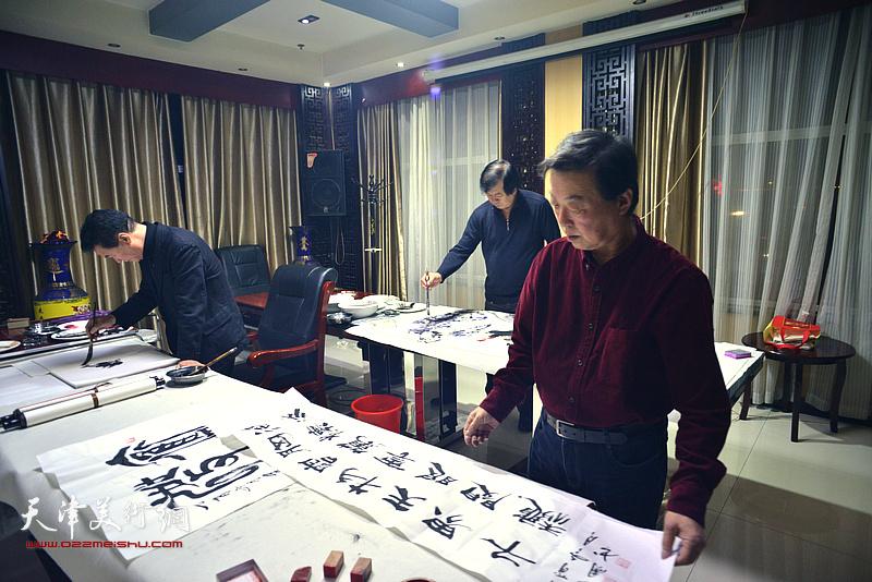 天津书画家杨建国、陈之海为茹芦文化井陉长岗基地创作书画作品。
