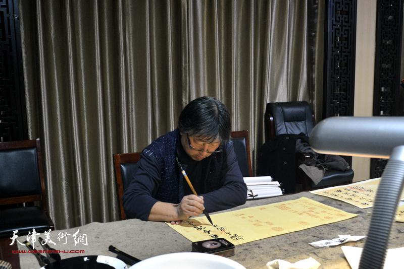 天津书画家吕立为茹芦文化井陉长岗基地创作书画作品。