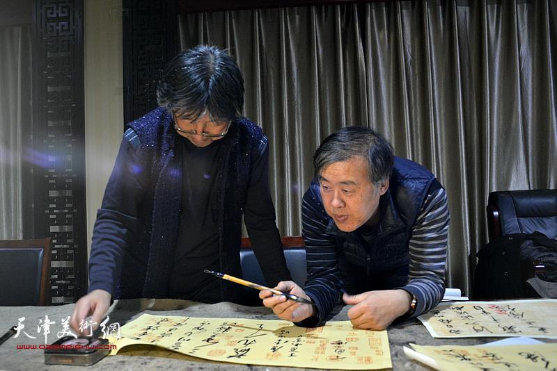 天津书画家邵佩英、吕立为茹芦文化井陉长岗基地创作书画作品。