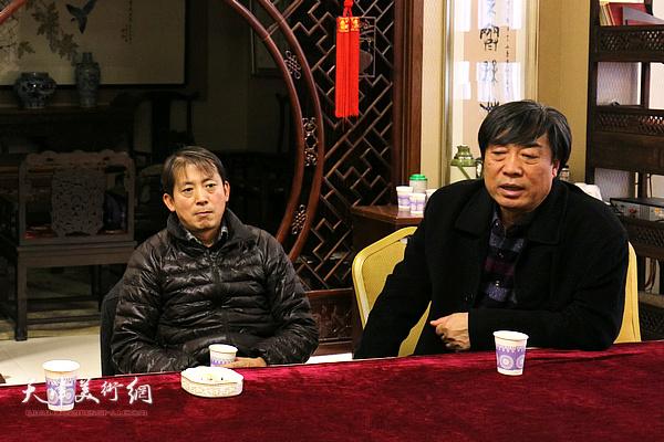杜晓光、李建友在院长办公会上。