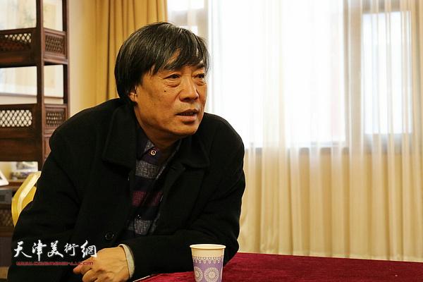 杜晓光在院长办公会上发言。