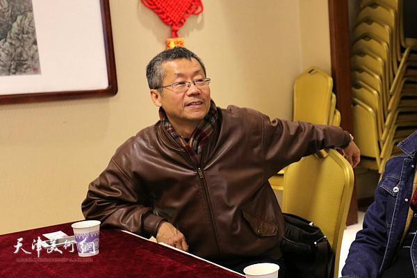 吕培桓在院长办公会上发言。