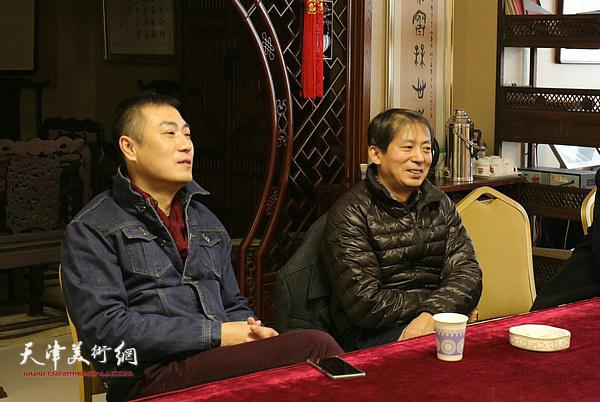 梁广明在院长办公会上发言。
