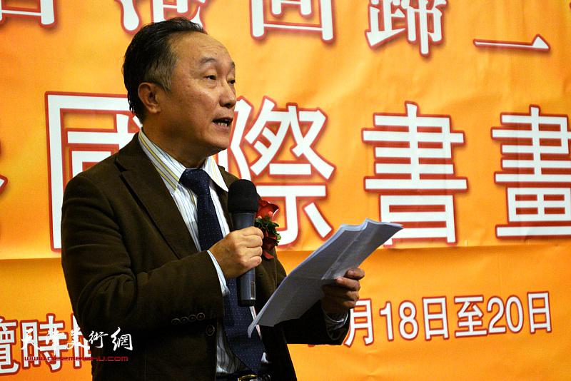 中国书画报社社长何东致辞。