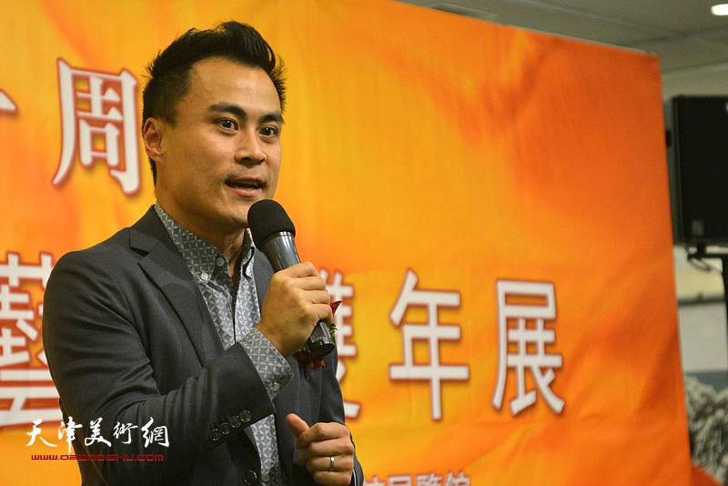 香港特别行政区立法会议员郭伟强致辞。