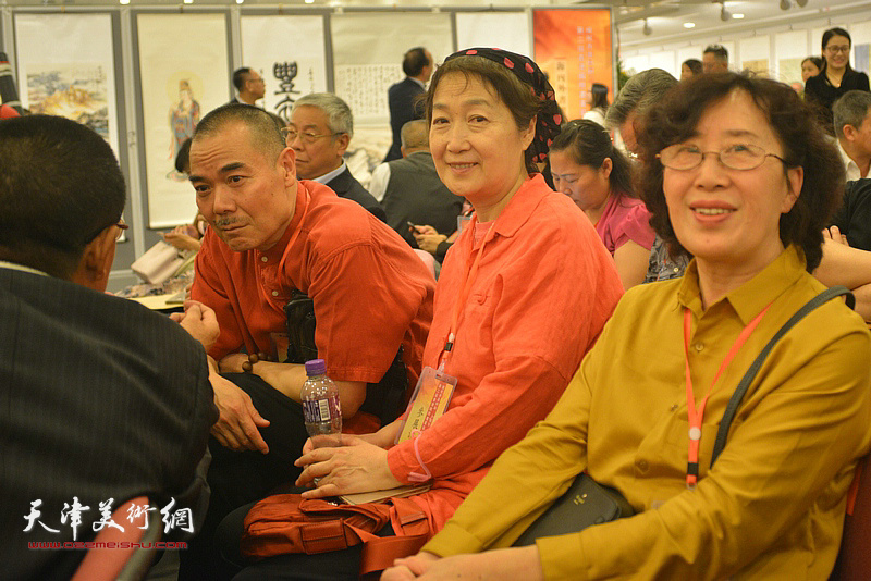 王美芳、王慧智、苗元荣在开幕仪式现场。