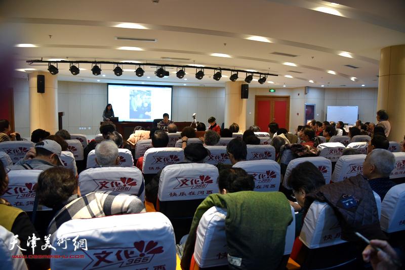 陈元龙在河西文化中心举行举行书画公益讲座,现场座无虚席。