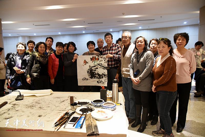 著名画家陈元龙公益讲座受欢迎