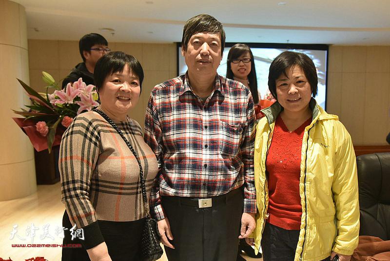 陈元龙与徐立云、王艳萍在讲座现场。