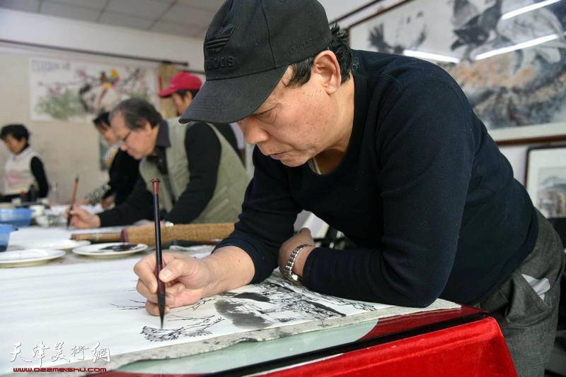 天津书画名家挥毫创作爱心助学