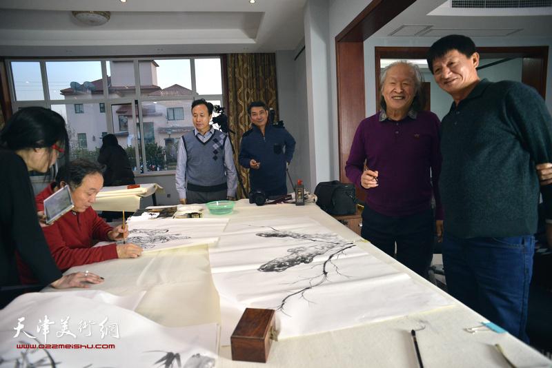 书画名家开笔祝贺天津运河画院乔迁新址活动现场。