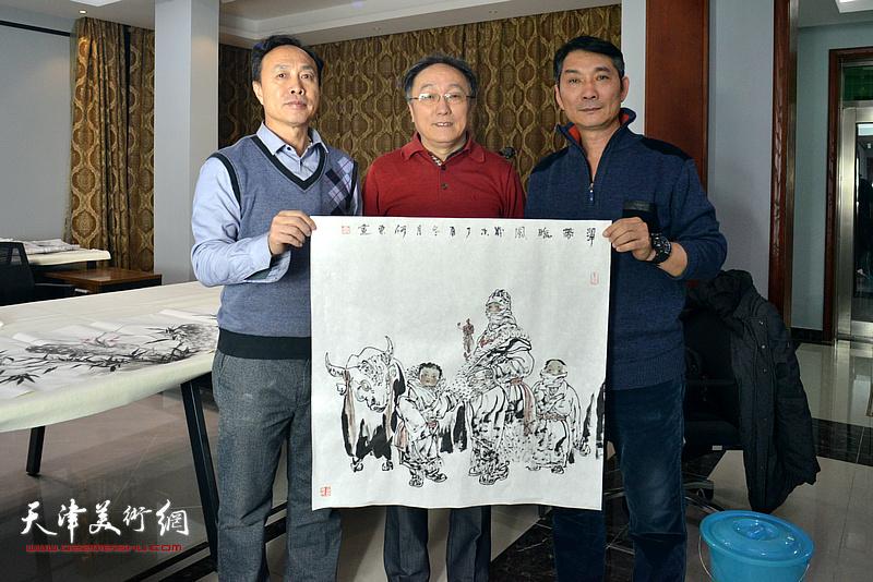 左起:尹秋海、何东、孟宪奎在活动现场。
