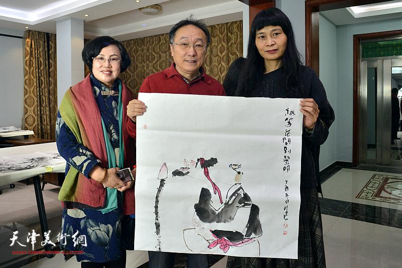 左起:王筠、何东、杨晓君在活动现场。