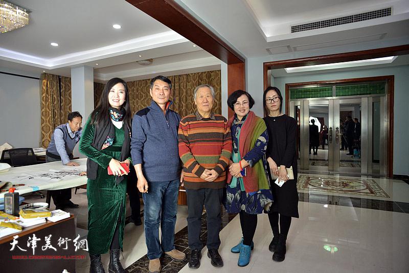 左起:康萍、孟宪奎、姬俊尧、王筠、杨悦在活动现场。