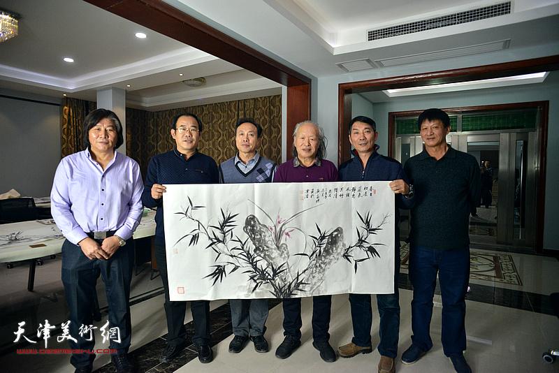 左起:高学年、卞昭宏、尹秋海、刘家栋、孟宪奎、谭庆维在活动现场。