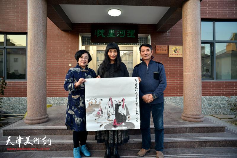 左起:王筠、杨晓君、孟宪奎在活动现场。