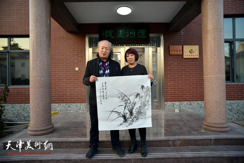 左起:刘家栋、汪秀萍在活动现场。