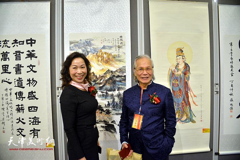 张恒、杨青梅在画展现场