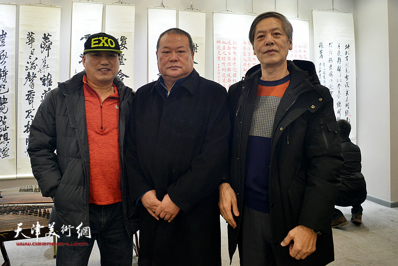 左起:邢牧、马孟杰、臧志建在临帖展现场。