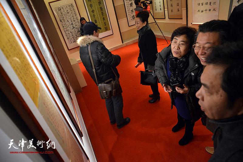 新时代-做好中国人写好中国字书法展现场。