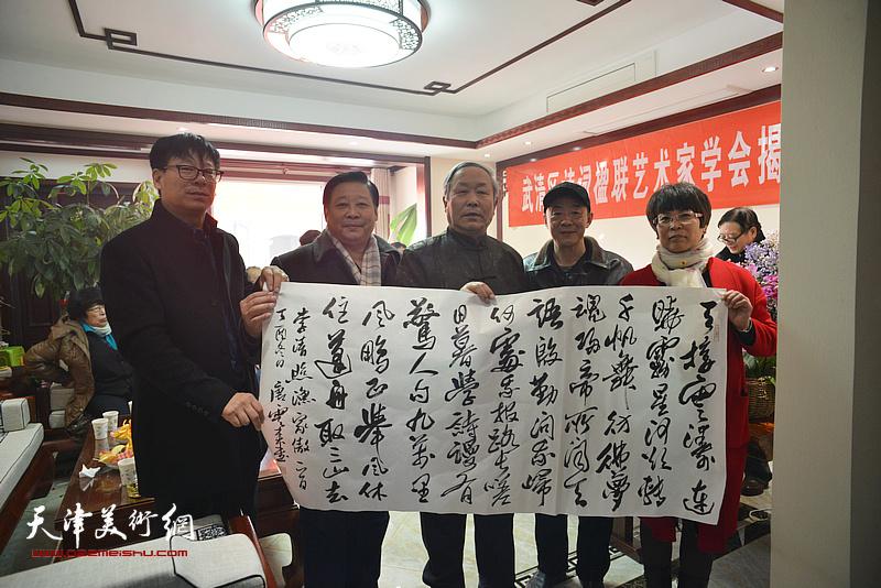 唐云来、张文华、王振江等在武清区诗词楹联艺术家学会。