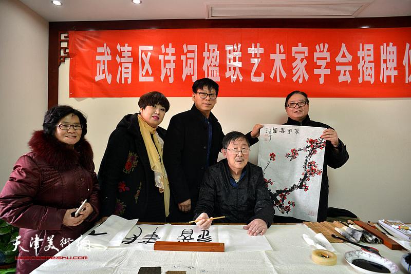李泽润、赵士英、王振江在武清区诗词楹联艺术家学会。