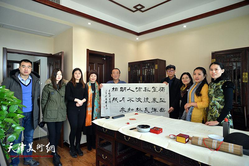 陈传武在武清区诗词楹联艺术家学会。