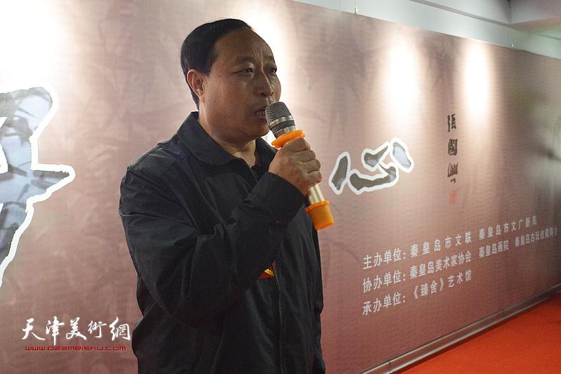 秦皇岛市人大副主任刘文杰宣布陆福林、张法东师生艺术展开幕。