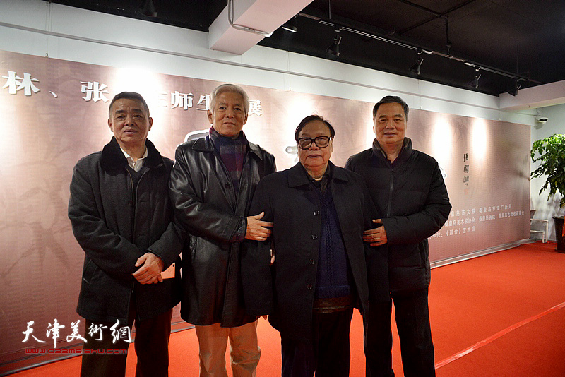 左起:马明、陆福林、张浦生、邢立宏在画展现场。