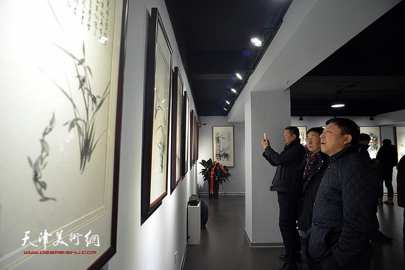 """""""君子同心—陆福林、张法东师生艺术展""""现场。"""