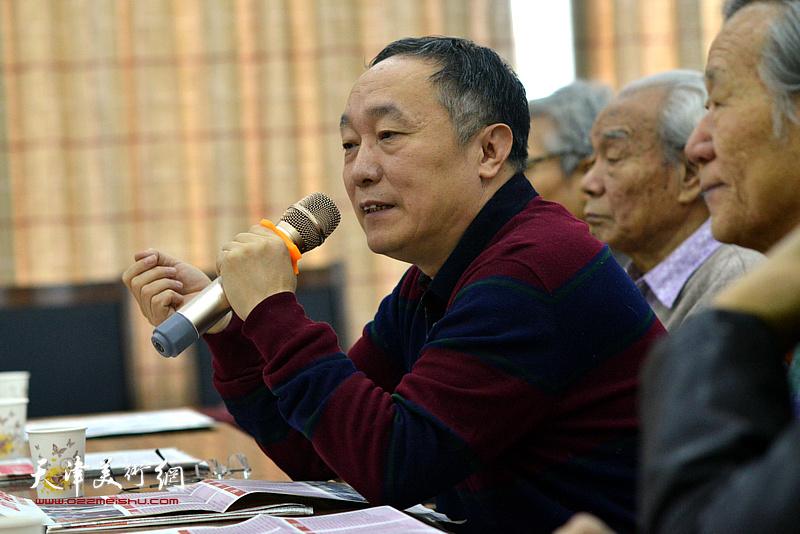 中国书画报社社长何东发言