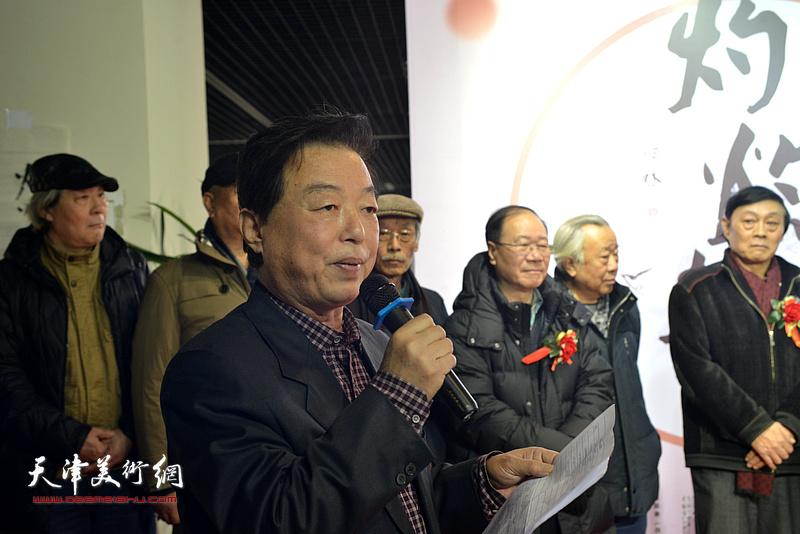 杨建国主持书画展开幕仪式