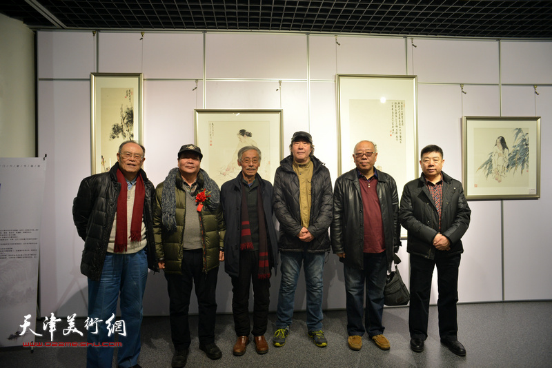左起:费超杰、蔡长奎、姚景卿、张亚光、马俊卿、张养峰在书画展现场。