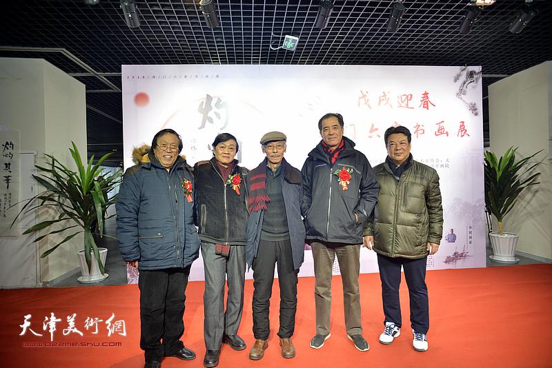左起:任庆明、琚俊雄、姚景卿、张志连、李庆林在书画展现场。