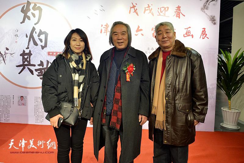霍春阳、高杰、刘杨在书画展现场。